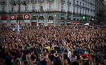 "General Assembly to decide the continuity of camping. The movement Real democracy now and 15 M "" appeared on 15 May, remain encamped in Puerta del Sol in Madrid to protest against the political and financial situation in Spain.///.Asamblea general para decidir la continuidad de la acampada. El movimiento "" Democracia real ya y 15 M "" surgido el 15 de mayo, acampa en la Puerta del Sol de Madrid en protesta por la situacion politico - finaciera en España. Photo by Jose Luis Cuesta"