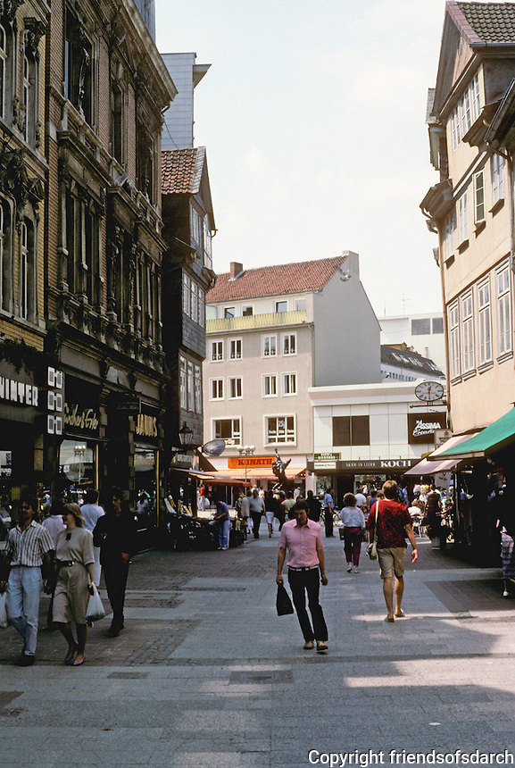 Braunschweig: Street scene--narrow street, no cars, lots of shoppers. Photo '87.