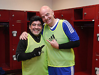 FIFA International beim Home of FIFA 09.01.2017 Legends Game 2017 FIFA Praesident Gianni Infantino (re , Schweiz) mit Diego Maradona (Argentinien)