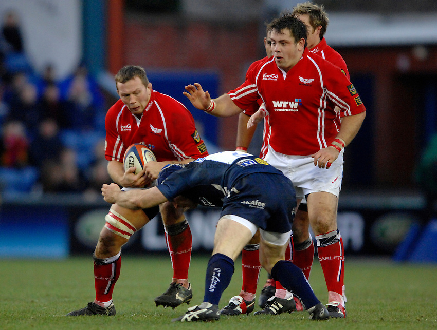 Photo: Richard Lane..Sale Sharks v Llanelli Scarlets. EDF Energy Anglo Welsh Cup. 02/12/2006. .Scarlets' Nathan Thomas attacks.
