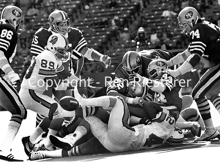 Tampa Bay Buccaneers flumble, #42 Ricky Bell #89John McKay, 49ers, #52 Skip Vanderbundt, #44  Bruce Taylor..(1977 photo/Ron Riesterer)
