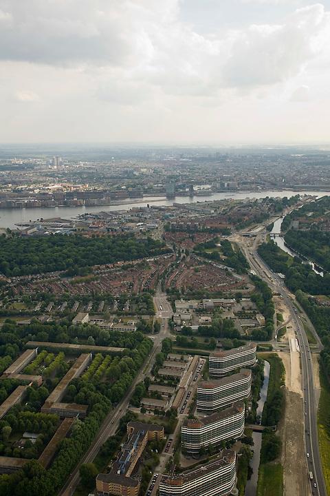 Nederland, Amsterdam-Noord, Nieuwendam, 17-06-2008; Nieuwe Leeuwarderweg, met grondwerkzaamheden voor de Noord-Zuidlijn (rechts); onder in beeld de flats aan de Loenermark, met links daarvan de laagbouwflats (het Breed, het Hoogt, het Laagt); midden links W. H. Vliegenbos, aan de horizon het IJ en de binnenstad..luchtfoto (toeslag); aerial photo (additional fee required); .foto Siebe Swart / photo Siebe Swart