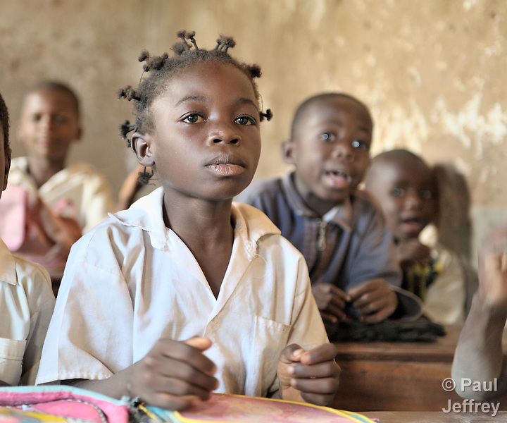 An elementary school class in the Uweso II neighborhood of Lubumbashi, in the Democratic Republic of the Congo. Many students in the class receive school supplies, uniforms, scholarships and mentoring from the United Methodist Committee on Relief (UMCOR).