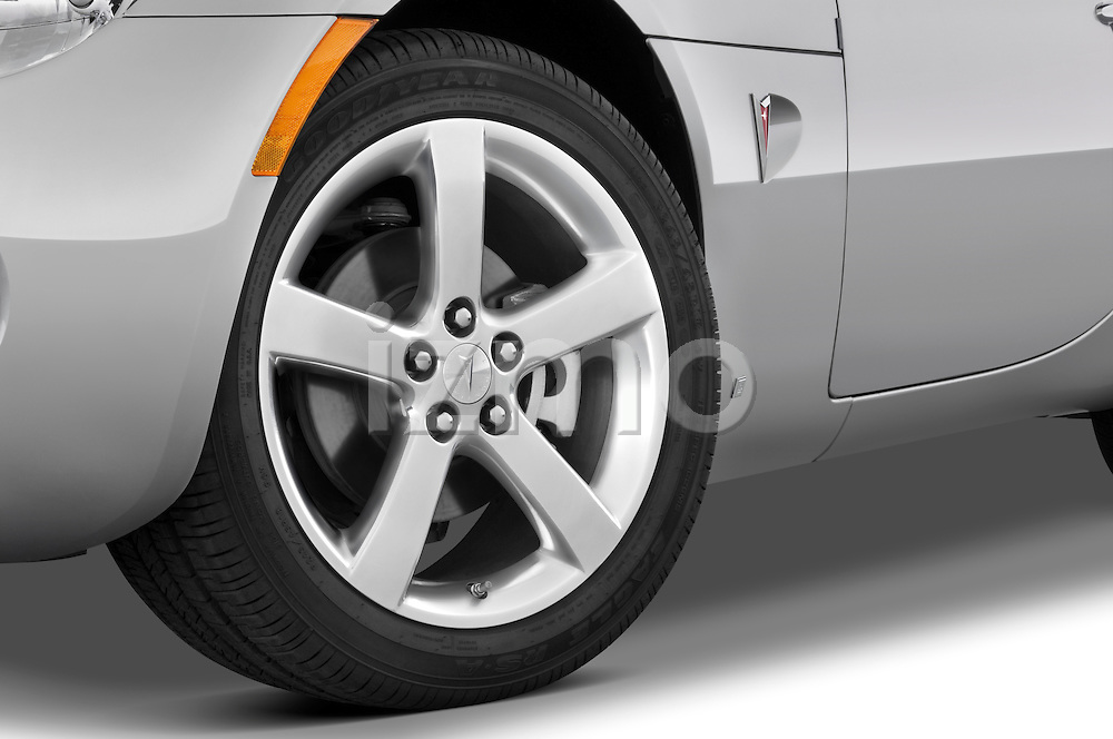 Tire and wheel close up detail view of a 2008 Pontiac Solstice