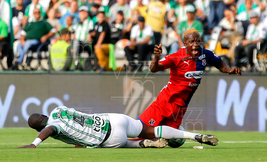 MEDELLIN-COLOMBIA, 29-02-2020: Geisson Perea de Atletico Nacional y Edwin Mosquera de Deportivo Independiente Medellin disputan el balon, durante partido de la fecha 7 entre Atletico Nacional y Deportivo Independiente Medellin, por la Liga BetPLay DIMAYOR I 2020, jugado en el estadio Atanasio Girardot de la ciudad de Medellin. / Geisson Perea of Atletico Nacional and Edwin Mosquera of Deportivo Independiente Medellin figth for the ball, during a match of the 7th date between Atletico Nacional and Deportivo Independiente Medellin, for the BetPLay DIMAYOR I Leguage 2020 played at the Atanasio Girardot Stadium in Medellin city. / Photo: VizzorImage / Donaldo Zuluaga / Cont.