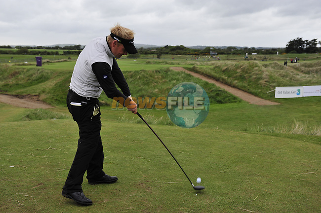 Soren Kjeldsen tees off on the 16th hole during Round 3 of the 3 Irish Open on 16th May 2009 (Photo by Eoin Clarke/GOLFFILE)