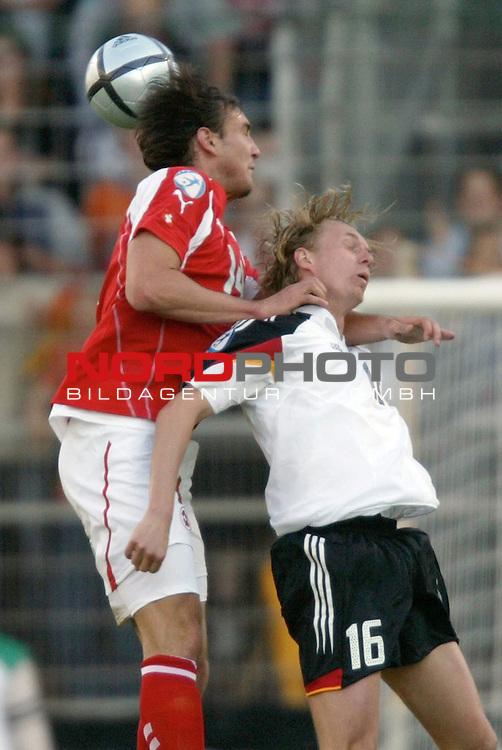 U21 - EM 2004 - Gruppe B<br /> <br /> Deutschland vs. Schweiz<br /> <br /> Christoph Preuss (rechts) von Deutschland im Kopfball Duell mit Alain Nef (links) von der Schweiz.<br /> <br /> Foto &copy; nordphoto - Ruediger Lampe<br /> <br /> <br /> <br /> <br /> <br /> <br /> <br />  *** Local Caption *** Foto ist honorarpflichtig! zzgl. gesetzl. MwSt.<br /> <br />  Belegexemplar erforderlich<br /> <br /> Adresse: nordphoto<br /> <br /> Georg-Reinke-Strasse 1<br /> <br /> 49377 Vechta