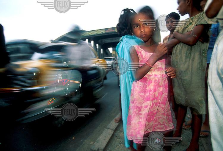 India, Calcutta..Slum children by highway in North of city...Mark Henley