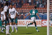 SAO PAULO, SP 30 JULHO 2013 -  - O jogador Alan Kardec do time do Palmeiras , comemora quarto gol da noite de hoje, 30, no Estádio do Pacaembú. FOTO: PAULO FISCHER/BRAZIL PHOTO PRESS.