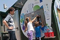 Distributore di acqua pubblica. Cascina Roccafranca. Torino