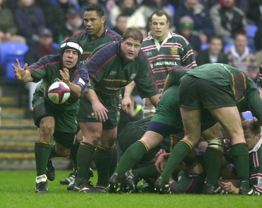 Photo. Richard Lane. .London Irish v Leicester. Zurich Premiership. 10/2/2001.Chris Sheasby gets the ball away.