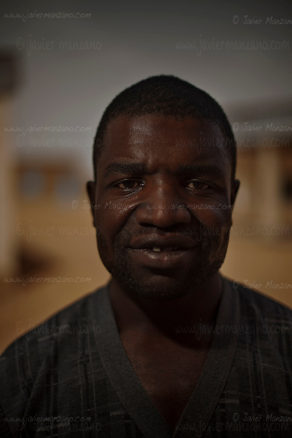AGADEZ, NIGER &mdash; <br /> 36-year-old Serges Ngapdjeu of Cameroon was a<br /> construction worker and a carpenter  in his native country. He decided to try his luck in Europe by traveling through the Sahara desert in order to reach the ports in Libya that regularly take migrants to Italy. <br /> <br /> The convoy he was riding in through the Sahara desert ran into a police check-point outside the city of Arlit in north Niger. He and 8 other migrants from Cameroon were  robbed of all their money by the police. He is now hoping to find someone to help him return to Cameroon.