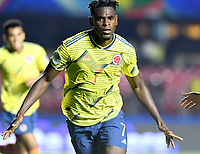 SAO PAULO – BRASIL, 19-06-2019: Duván Zapata de Colombia celebra después de anotar el primer gol de su equipo durante partido de la Copa América Brasil 2019, grupo B, entre Colombia y Catar jugado en el Estadio Morumbí de Sao Paulo, Brasil. / Duvan Zapata of Colombia celebrates after scoring the first goal of his team during the Copa America Brazil 2019 group B match between Colombia and Qatar played at Morumbi stadium in Sao Paulo, Brazill. Photos: VizzorImage / Julian Medina / Contribuidor