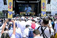 """CUCUTA -COLOMBIA, 22-02-2019.  Sir Richard Branson habla durante el concierto """"Venezuela Aid Live"""" que se realiza hoy, 22 de febrero de 2019, en el puente internacional Las Tienditas en la frontera de Cucuta, Colombia con Venezuela, con el objetivo de pedir al gobierno de Nicolás Maduro permitir la entrada de ayuda humanitaria a su país. En el concierto participarán 35 artistas regionales e internacionales en una escenario giratorio. / Sir Richard Branson speaks during the concert """"Venezuela Aid Live"""" on the International bridge las Tienditas on the border of Cucuta, Colombia with Venezuela with the objetive of asking to the Maduro's regimen allow the humanitarian aid to income to the Venezuelan territories. In the concert, 35 regional and international artists participate in a revolving stage. Photo: VizzorImage / Manuel Hernandez / Cont"""