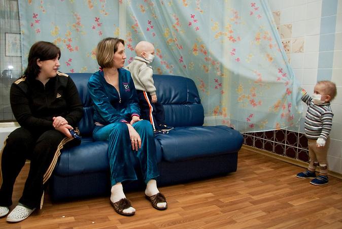 UA / Ukraine / Kiew / 01.03.2011 / Ochmatdet Klinik für Kinder in Kiew speziell für Spätfolgen von Tschernobyl. Die Kiewer Ochmatdet-Klinik ist für viele leukämiekranke Kinder in der Ukraine die einzige Hoffnung. Auch mithilfe von deutschen Spendengeldern ist es möglich diese Klinik zu finanzieren...UA / Ukraine / Kiev / 01.03.2011 / Ochmatdet Hospital for Children in Kiev, especially for long-term consequences of Chernobyl. The Kiev Ochmatdet clinic is .for many children suffering from leukemia in Ukraine, the only hope. Also donations from German, make the clinic possible.