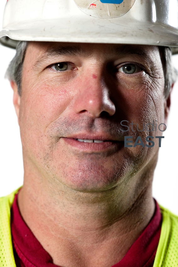Structural Steel Inspector Bill Levell. Pier 7, November 7, 2011. Photo by Lucas Schifres/Pictobank