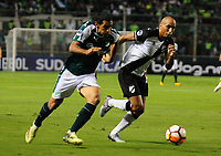 PALMIRA - COLOMBIA, 10-04-2018:José Sand (Izq.) del  Deportivo Cali de Colombia disputa el balón  contra Sergio Felipe (Der.) de Danubio de Uruguay durante partido por la Copa Conmebol Sudamericana , llave 4, jugado en el estadio Deportivo Cali de Palmaseca. /Jose Sand (L) player of Deportivo Cali of Colombia Fights the ball  agaisnt Sergio Felipe (R) of Danubio of Uruguay during match for the Conmebol Sudamerica Cup played at Palmaseca stadium in Cali.  Photo: VizzorImage / Nelson Rios / Contribuidor