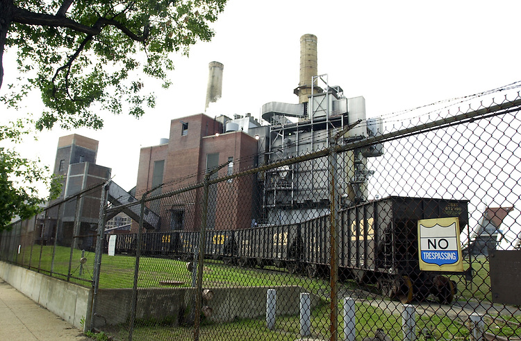 3plant062601 -- Power plant at E St. and New Jersey Ave., SE
