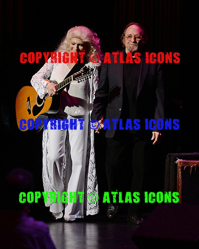 FORT LAUDERDALE FL - NOVEMBER 18: Stephen Stills and Judy Collins perform at The Broward Center on November 18, 2018 in Fort Lauderdale, Florida. : Credit Larry Marano © 2018