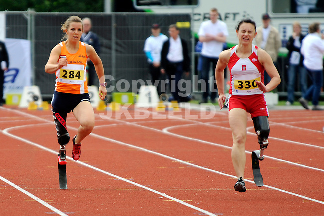 STADSKANAAL - Atletiek, European Championships IPC Atletics, Pagedal, 26-06-2012, links Marije Smits