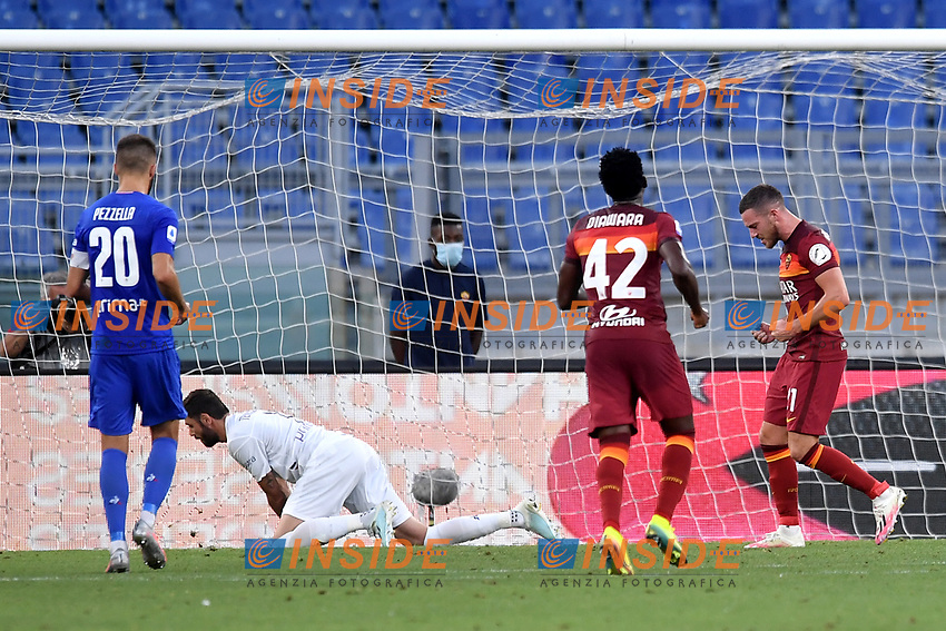 Jordan Veretout of AS Roma celebrates after scoring on penalty the goal of 1-0 during the Serie A football match between AS Roma and ACF Fiorentina at stadio Olimpico in Roma (Italy), July 26th, 2020. Play resumes behind closed doors following the outbreak of the coronavirus disease. <br /> Photo Antonietta Baldassarre / Insidefoto