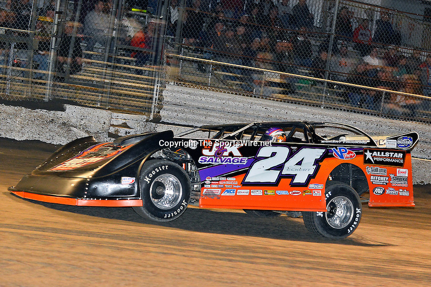 Feb 17, 2014; 7:05:58 PM;  Barberville, FL, USA;  World of Outlaws Late Model Series for 43rd Annual DIRTcar Nationals presented by Summit Racing Equipment at Volusia Speedway Park.  Mandatory Credit: (thesportswire.net)