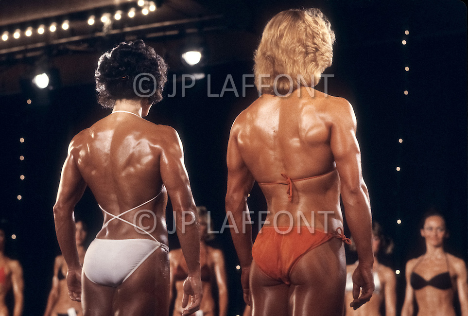 Atlantic City, NJ, April 24, 1981. From left to right Laura Combes and Lisa Elliot at the Women's World Bodybuilding Championships.