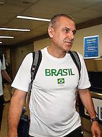 O tecnico da seleção brasileira Zé Roberto Guimarães da  brasileira feminina de vôlei, que conquistaram a medalha de ouro nos Jogos Olímpicos de Londres, durante desembarque nesta SEGUNDA-FEIRA (13) no Aeroporto Internacional de Guarulhos, em São Paulo (SP).FOTO ALE VIANNA/BRAZIL PHOTO PRESS