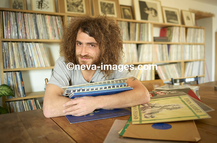 Genève, le 12 mars 2041, Robin de Mama Rosin , presse en Vinyle leur albums. © sedrik nemeth