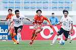 Jeju United Forward Jin Seonguk (C) fights for the ball with Urawa Reds Forward Kohrogi Shinzoh (R) during the AFC Champions League 2017 Round of 16 match between Jeju United FC (KOR) vs Urawa Red Diamonds (JPN) at the Jeju Sports Complex on 24 May 2017 in Jeju, South Korea. Photo by Yu Chun Christopher Wong / Power Sport Images