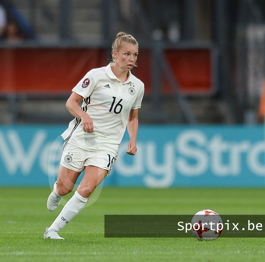 20170721 - TILBURG , NETHERLANDS : German Linda Dallmann  pictured during the female soccer game between Germany and Italy  , the second game in Group B at the Women's Euro 2017 , European Championship in The Netherlands 2017 , Friday 21th of july 2017 at Stadion Koning Willem II in Tilburg , The Netherlands PHOTO SPORTPIX.BE | DIRK VUYLSTEKE
