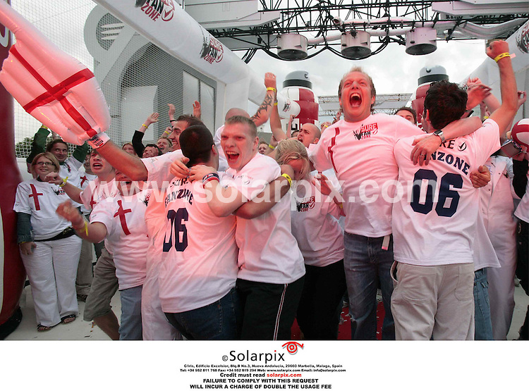 ALL ROUND PICTURES FROM SOLARPIX.COM..**NO PUBLICATION IN FRANCE, SCANDANAVIA, AUSTRALIA AND GERMANY** NO UK NEWSPAPER PUBLICATION - UK MAGAZINES ONLY**.England fans pictured at the Fanzone on Tower bridge, London during the England v Sweden game in the Fifa Football World Cup 2006 on 20.06.06.Job Ref: 2513/SFE..MUST CREDIT SOLARPIX.COM OR DOUBLE FEE WILL BE CHARGED.