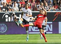 Aymen Barkok (Eintracht Frankfurt) gegen Mathew Leckie (Hertha BSC Berlin) - 21.04.2018: Eintracht Frankfurt vs. Hertha BSC Berlin, Commerzbank Arena