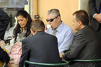 Roma, 11 Agosto 2011.Bar Giolitti nei pressi della camera dei deputati.Umberto Bossi ministro delle riforme per il federalismo beve un caffè..Umberto Bossi, reforms minister