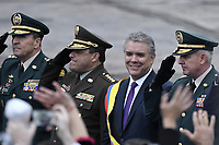 BOGOTÁ - COLOMBIA, 07-08-2018: Ivan Duque, saluda a los asistentes durante los honores militares después de tomar posesión como presidente de Colombia para el período constitucional 2018 - 22 en ceremonia en la Plaza Bolívar el 7 de agosto de 2018 en Bogotá, Colombia. / Ivan Duque, greets to the assistants during the military honors after he takes office to constitutional term as president 2018 - 22 at Plaza Bolivar on August 7, 2018 in Bogota, Colombia. Photo: VizzorImage/ Gabriel Aponte / Staff