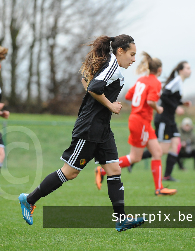 20160211 - TUBIZE , BELGIUM :  Belgian Anais Bey Tem Samani pictured during the friendly female soccer match between Women under 17 teams of  Belgium and Switzerland , in Tubize , Belgium . Thursday 11th February 2016 . PHOTO SPORTPIX.BE DIRK VUYLSTEKE