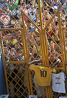 FORTALEZA- BRASIL -04-07-2014.Hinchas de Brazil en la puertas del estadio. La seleccion  de futbol de Brasil entrena en el estadio de Fortaleza antes de su encuentro con Colombia.  Copa Mundial de la FIFA Brasil 2014./  Fans of Brazil at the stadium gates .The Brazilian soccer team trains in Fortaleza Stadium before meeting with Colombia. FIFA World Cup Brazil 2014. Photo: VizzorImage / Alfredo Gutierrez / Contribuidor
