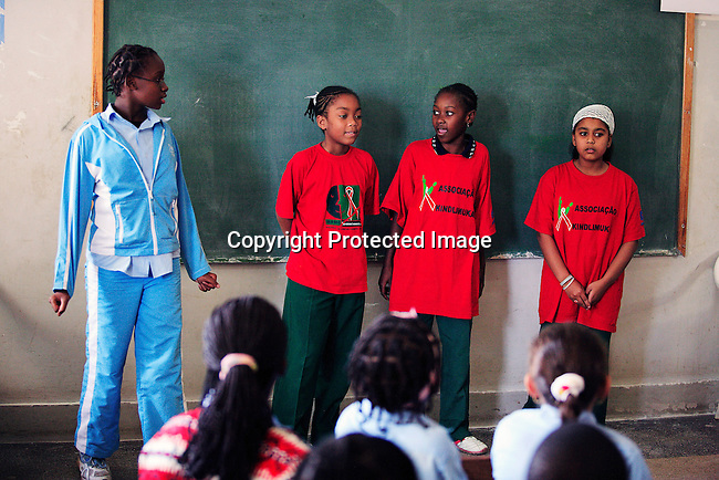 "Students perform a HIV/Aids awareness play in a primary school called ""7 Setembro"" during a visit on June 15, 2006 in Maputo, Mozambique..Photo: Per-Anders Pettersson For Stern Magazine."