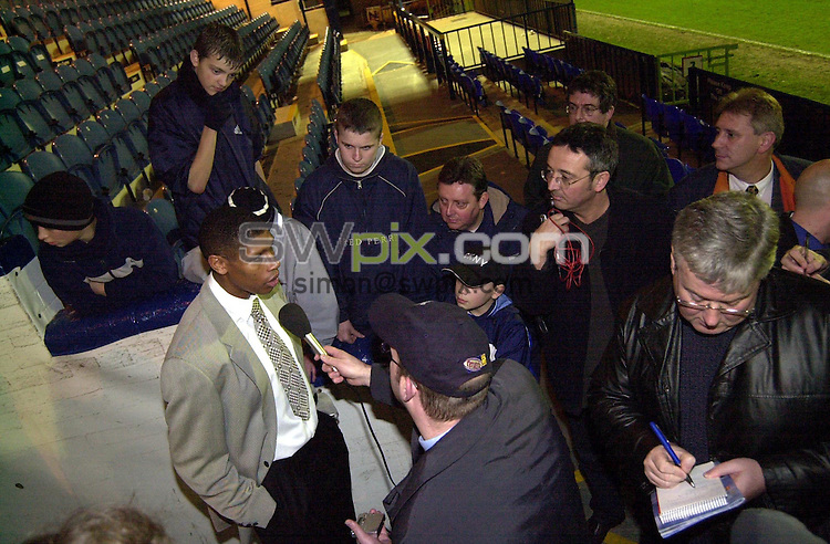Pix: Matthew Lewis/SWpix.com.Soccer. Nationwide Division One. Stockport v Norwich. 15/11/2001...COPYWRIGHT PICTURE>>SIMON WILKINSON>>01943 436649>>..Stockports manager Carlton Palmer talks to the media after his teams 2-1 win against Norwich.