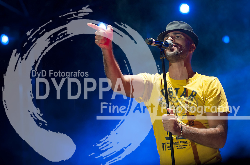 Spanish group Efecto Pasillo in concert at La estudiantil Bullfigh round in Alcal�e Henares (30 km far from Madrid) on August 27, 2013. The singer Ivan Torres. Photo by Ivan Espinola/ DyD Fotografos.