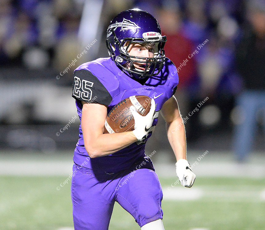 Waunakee's Evan Zwettler carries a handoff in the backfield, as Reedsburg takes on Waunakee in Wisconsin Badger North Conference high school football at Waunakee High School on Friday, 9/28/18