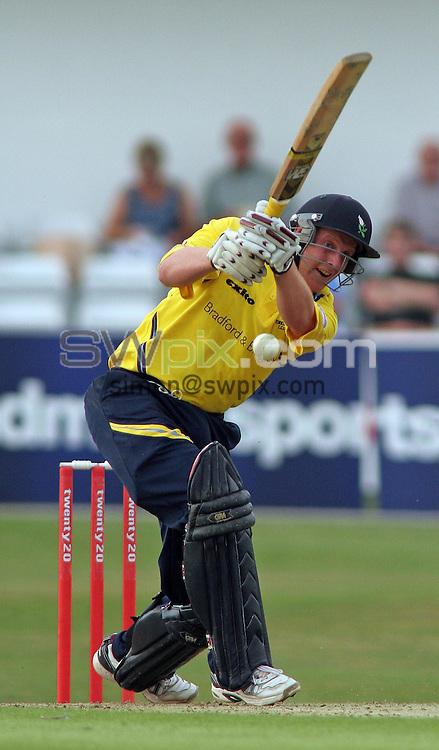 PICTURE BY VAUGHN RIDLEY/SWPIX.COM -  Cricket - Twenty20 Cup - Yorkshire v Nottinghamshire - Headingley, Leeds, England - 05/07/06...? Simon Wilkinson - 07811 267706...Yorkshire's Andrew Gale hits his way to a maiden Twenty/20 half century.