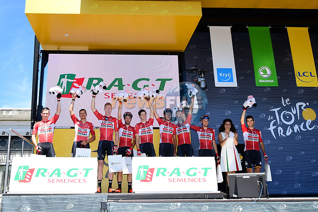 Lotto-Soudal leading the team classification at sign on before the start of Stage 5 of the 104th edition of the Tour de France 2017, running 160.5km from Vittel to La Planche des Belles Filles, France. 5th July 2017.<br /> Picture: ASO/Alex Broadway | Cyclefile<br /> <br /> <br /> All photos usage must carry mandatory copyright credit (&copy; Cyclefile | ASO/Alex Broadway)