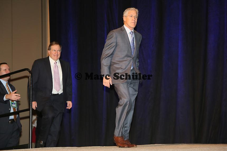 Head Coaches Bill Belichick (Patriots) und Pete Carroll (Seahawks) kommen zur Pressekonferenz - Gemeinsame Team Pressekonferenz Super Bowl XLIX, Convention Center Phoenix