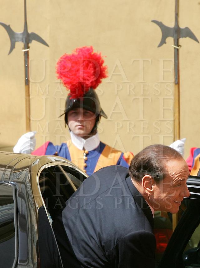 Il Presidente del Consiglio Silvio Berlusconi arriva alla Citta' del Vaticano, 6 giugno 2008, per incontrare il Papa..Italian Premier Silvio Berlusconi arrives at the Vatican, 6 june 2008, to meet the Pope..UPDATE IMAGES PRESS/Riccardo De Luca