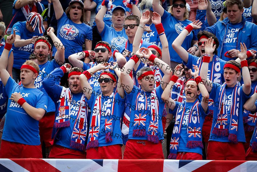 Davis Cup 2016 Quarter Final<br /> Srbija v Velika Britanija<br /> Dusan Lajovic SRB v James Ward GBR<br /> Fans supporters navijaci flags zastave<br /> Beograd, 16.07.2016.<br /> Foto: Srdjan Stevanovic/Starsportphoto.com&copy;