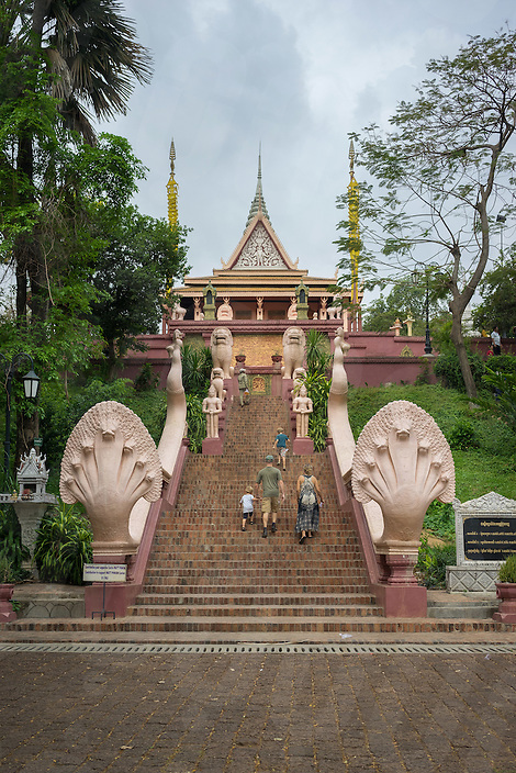 April 4, 2014 - Phnom Penh. Tourists visit the Wat Phnom. © Thomas Cristofoletti / Ruom