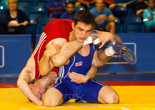 17 JUL 2010 - SHEFFIELD, GBR - Philip Roberts (GBR)(red) v Myroslav Dykun (GBR)(blue) - GB Cup (PHOTO (C) NIGEL FARROW)
