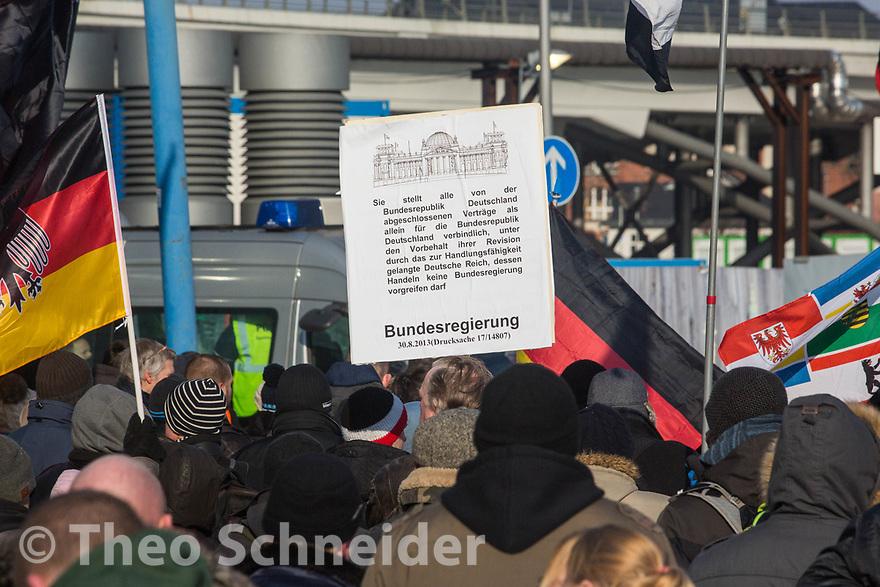 """Auch Reichsbürger beteiligten sich an dem Aufmarsch // Rund 300 Rechte, darunter Neonazis und AfD-Anhänger, versammelten sich unter dem Motto """"Nein zur GroKo"""" in Berlin."""