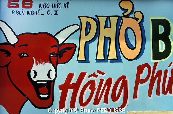 Asie, Vietnam, Ho Chi Minh ville (Saigon), enseigne de restaurant avec le logo de La Vache Qui Rit//Asia, Vietnam, Ho Chi Minh city (Saigon), restaurant sign with La Vache Qui Rit (The Laughing Cow) logo